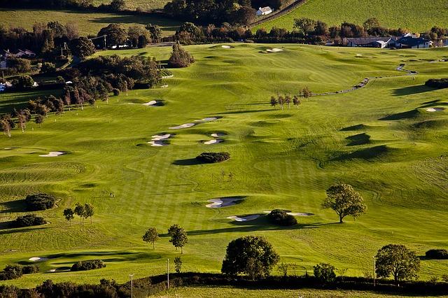 golf-course-1103359_640